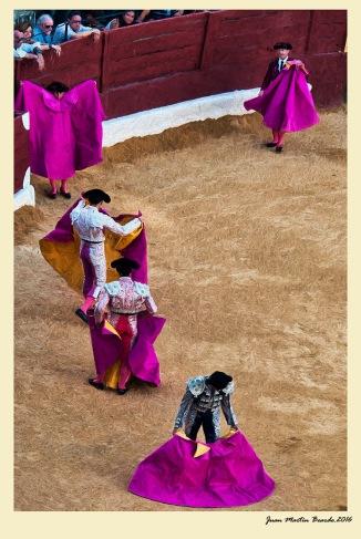 Abriendo capotes. Juan M. Beardo